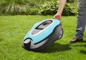 Tondre la pelouse avec une tondeuse Robott
